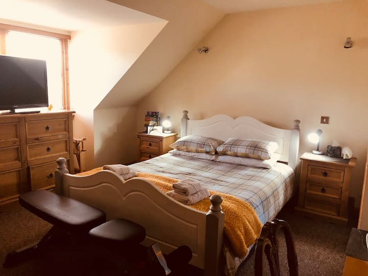 Cosy spacious double en suite room