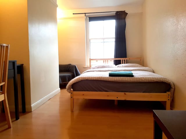COSY DOUBLE ROOM in the Heart of London | SOHO