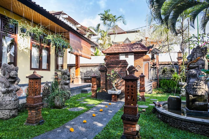 Macaca House: 10 min by walk to Monkey Forest