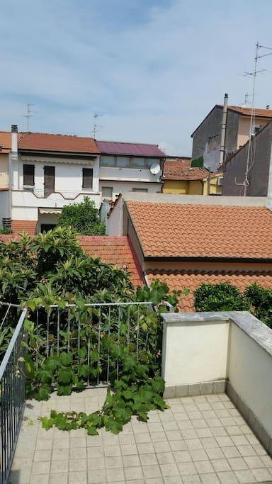 Terrazzo e giardino privato sottostante