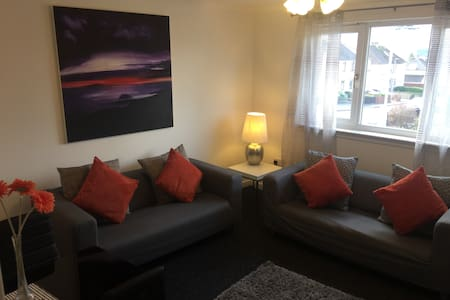 Flat Motherwell Centre. 2 double beds.