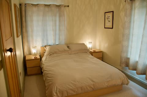 Light, spacious double room with en-suite.
