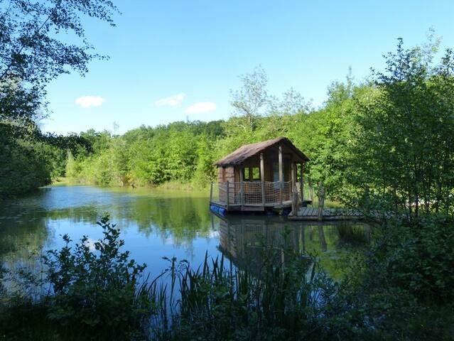 Cabane sur l'eau & île des Robinsons