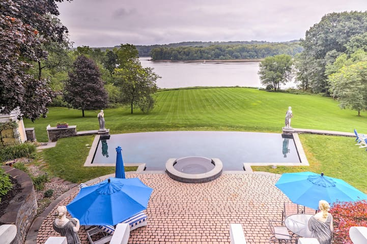 Hudson River Villa w/Pool, Spa & Private Beach!