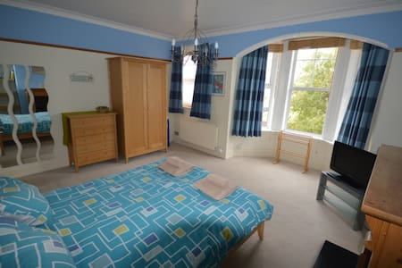 Filey Holiday House - 8 bed, 5 bedroom, up to 10