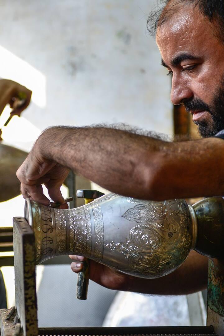 Engraving a silver jug