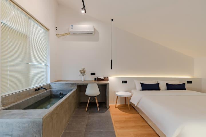 黄山南大门双人泡池房(牛奶浴盐、一次性浴缸罩,景区接送)