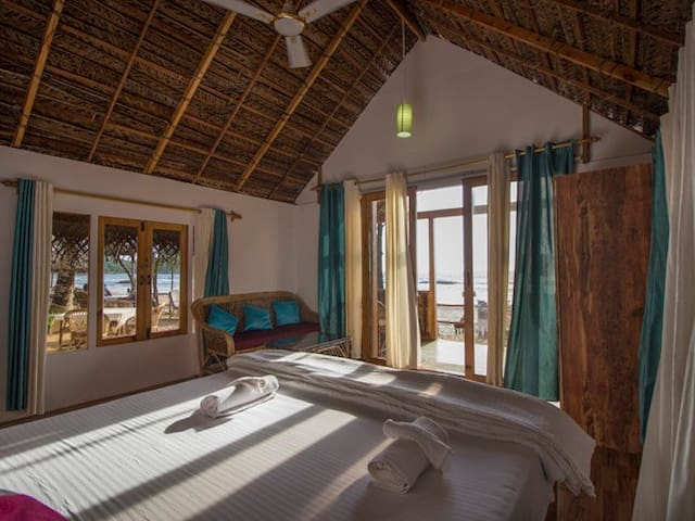 Premium Sea Facing Wooden Huts @ Agonda Beach - Agonda - Hut