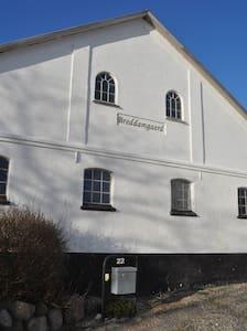 Breddamgaard - Gjøl  - Aabybro - B&B/民宿/ペンション