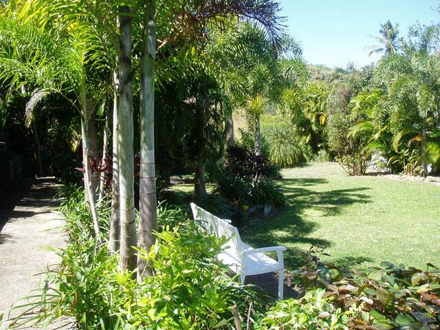 Hillcrest Guest House - Cooktown - Bed & Breakfast