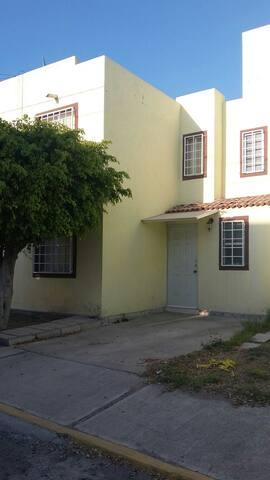 Casa céntrica atrás de Plaza Paseo  San Juan - San Juan del Rio - Huis