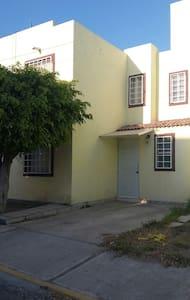 Casa centrica atrás de homedepot - San Juan del Rio - 独立屋