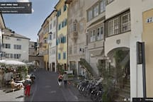 The neighbourhood: Dr. Streiter Street - Die Nachbarschaft: Dr. Streiter Gasse - Il vicinato: Via Dr. Streiter