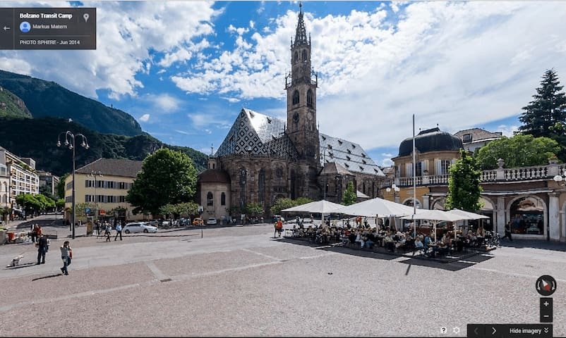 Walther Square - Waltherplatz - Piazza Walther - in the afternoon (summer)