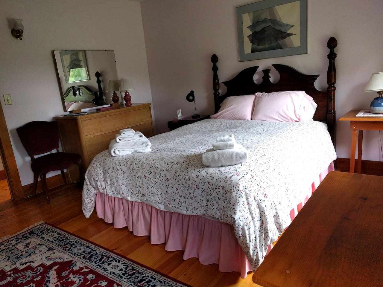 Everything you need.  Large bedroom with queen bed and private ensuite bathroom, mountain and garden view.