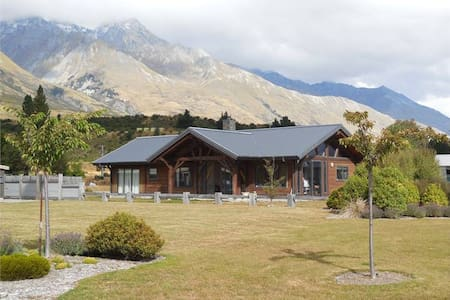 Glenorchy House