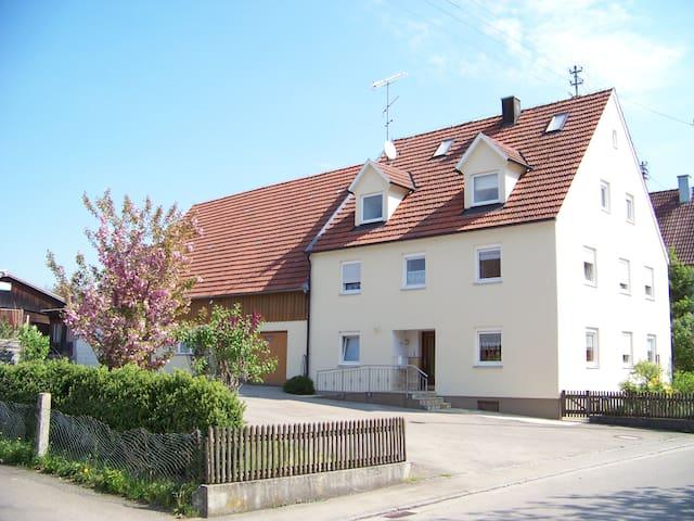 Familienferien in Langenhaslach Fewo Schwalbennest - Neuburg an der Kammel - Apartamento