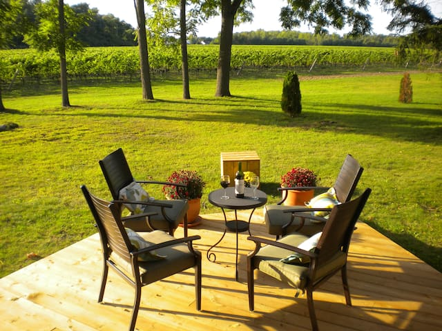Vineyard Villa B&B  -Junior Suite - Niagara-on-the-Lake - Bed & Breakfast