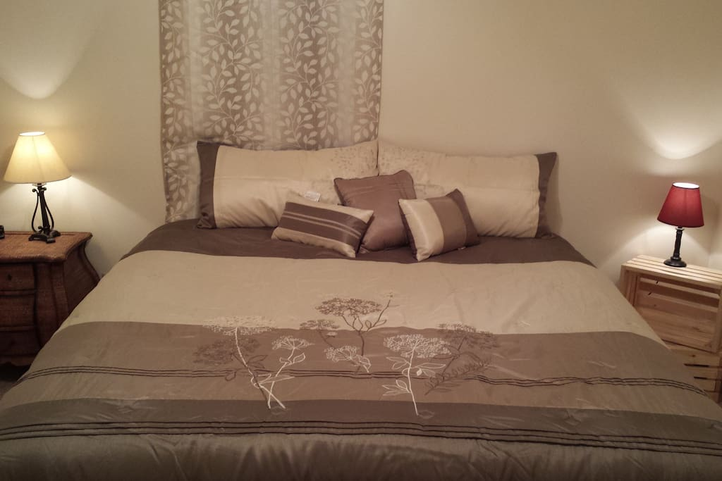 King size bed in the master bedroom. All linens provided.