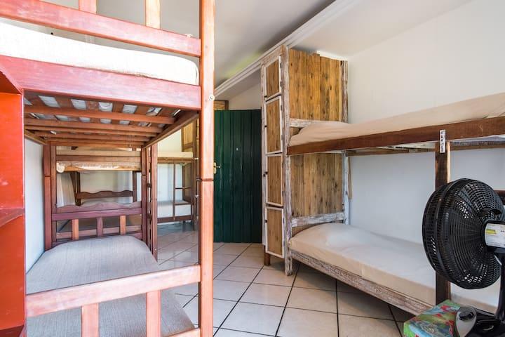 Hostel em Paraty perto do centro com ar e wifi