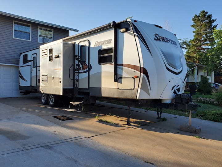 Beautiful camper 20 mins from DIA or Downtown.