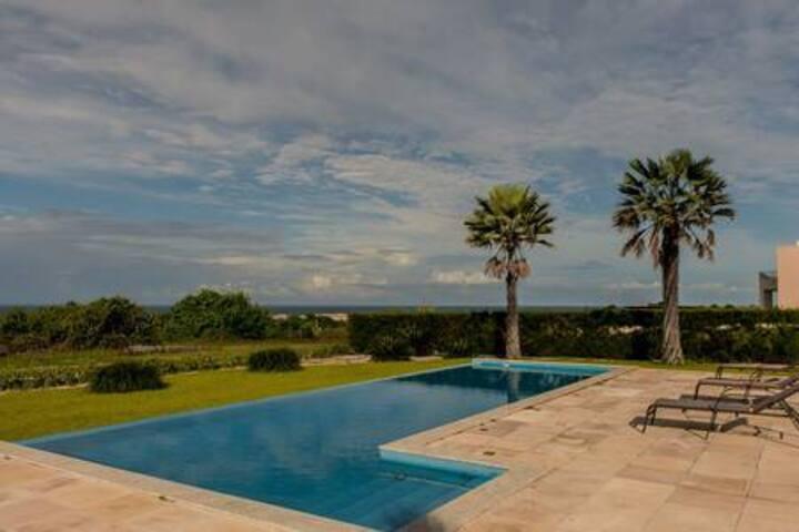 Vila de 300 m. com 4 suites luxo - Aquiraz Riviera
