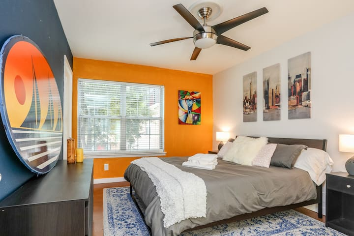 Private Room Close To Everywhere You Want To Be! - Austin - Apto. en complejo residencial