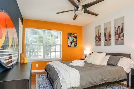 Private Room Close To Everywhere You Want To Be! - Austin - Condominium