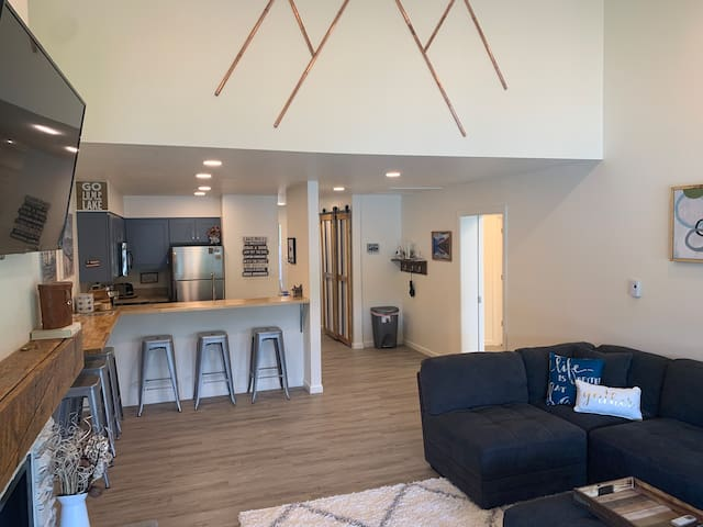 The condo offers a open environment for larger gatherings. Accented with fun, vibrant decor the condo offers a fun and inspiring layout to host, to relax, and to have a ball!