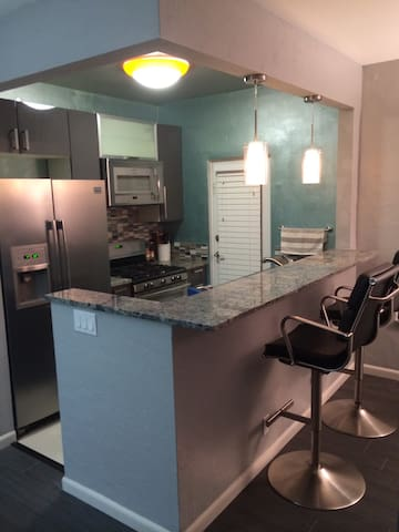 Modern 1 Bed Right By Beach! - Miami Beach