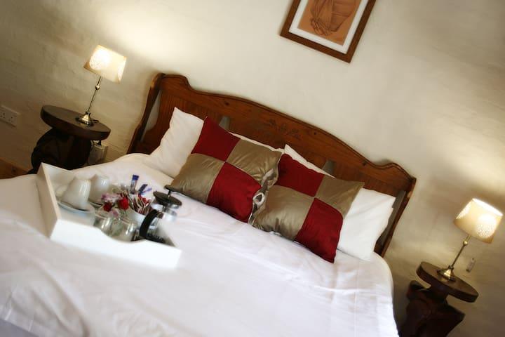 Crocodile Pools B&B, Kwena suite - Gaborone - Bed & Breakfast
