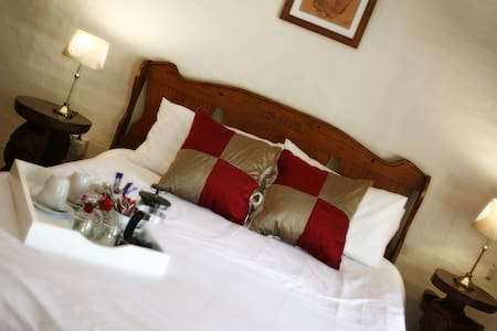 Crocodile Pools B&B, Kwena suite - Gaborone - Bed & Breakfast