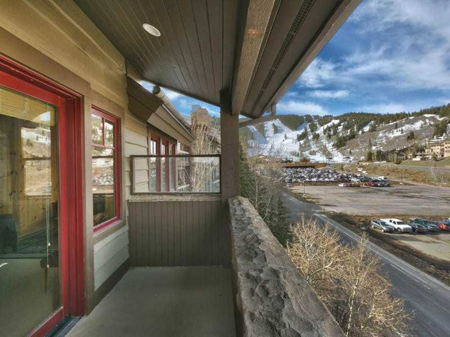 Deck with view of Deer Valley Lodge - Walk to slopes
