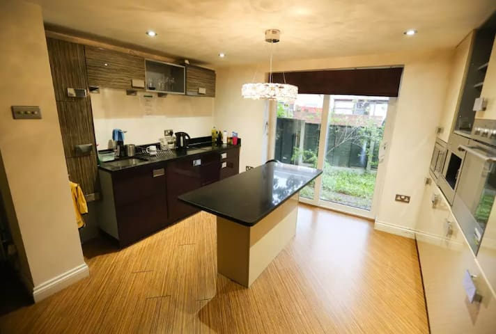 This is a Large double room in Canary Wharf ar