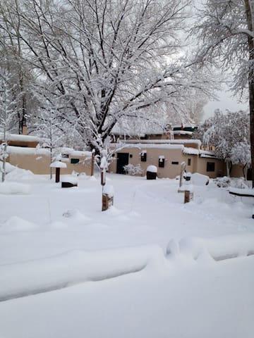 Lumina Gardens- Entire family Home-Casa Feliz 1# - Taos - Hus