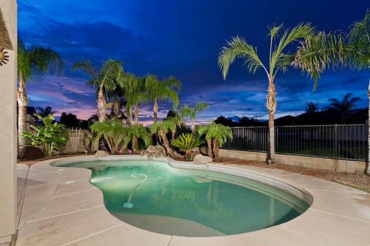 FALL SPECIAL Augusta Green Luxury 3 BR Home/ PVT Pool/ Golf Course/Mesa