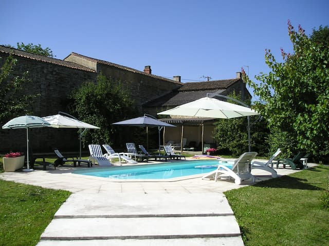 **** Felicia, two bedroomed cottage with 4 stars. - Paizay-le-Tort - Guesthouse