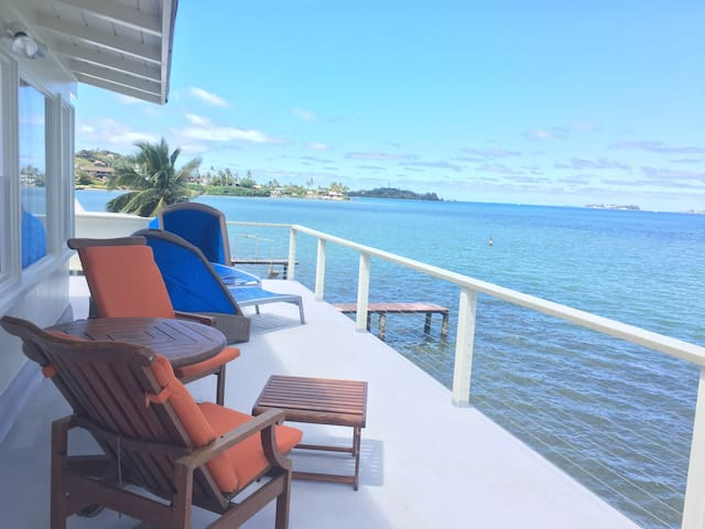 Just listed Ocean front relaxation. - カネオヘ - 一軒家
