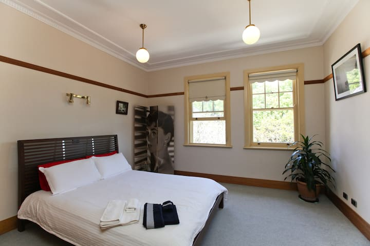 Charming Spacious Top Floor - Cremorne