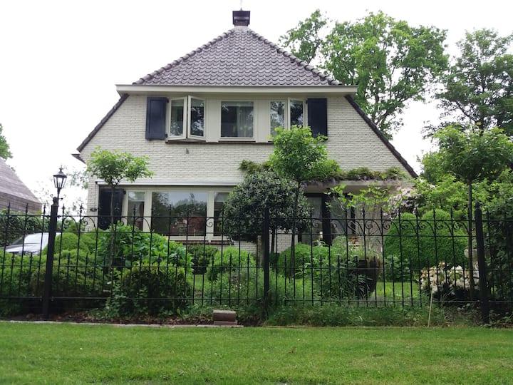 Guurtje,karakteristieke zonnige vrijstaande woning