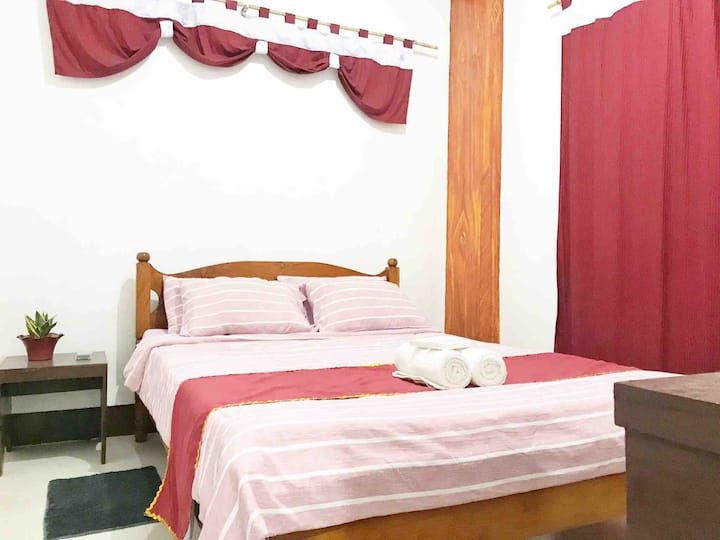 Room 1 - Coron Town Proper, DGA  (Wifi/Cable TV)