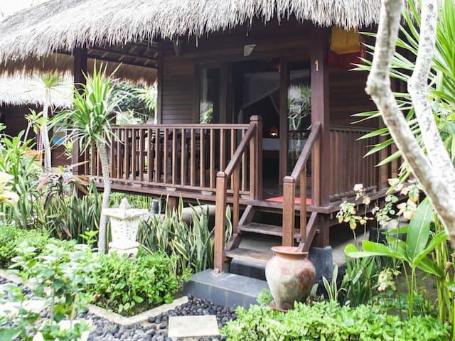 Cozy Huts Villa at Mushroom bay Lembongan