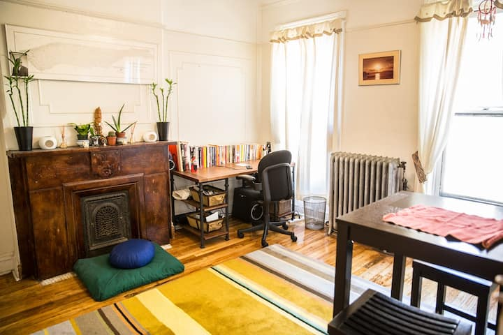Peaceful 2BR inside a brownstone