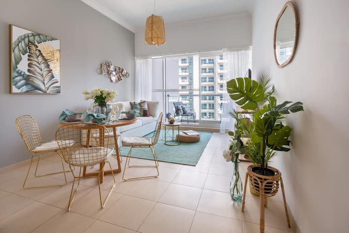 Chic & Unique 1BR in Business Bay - Sleeps 3!