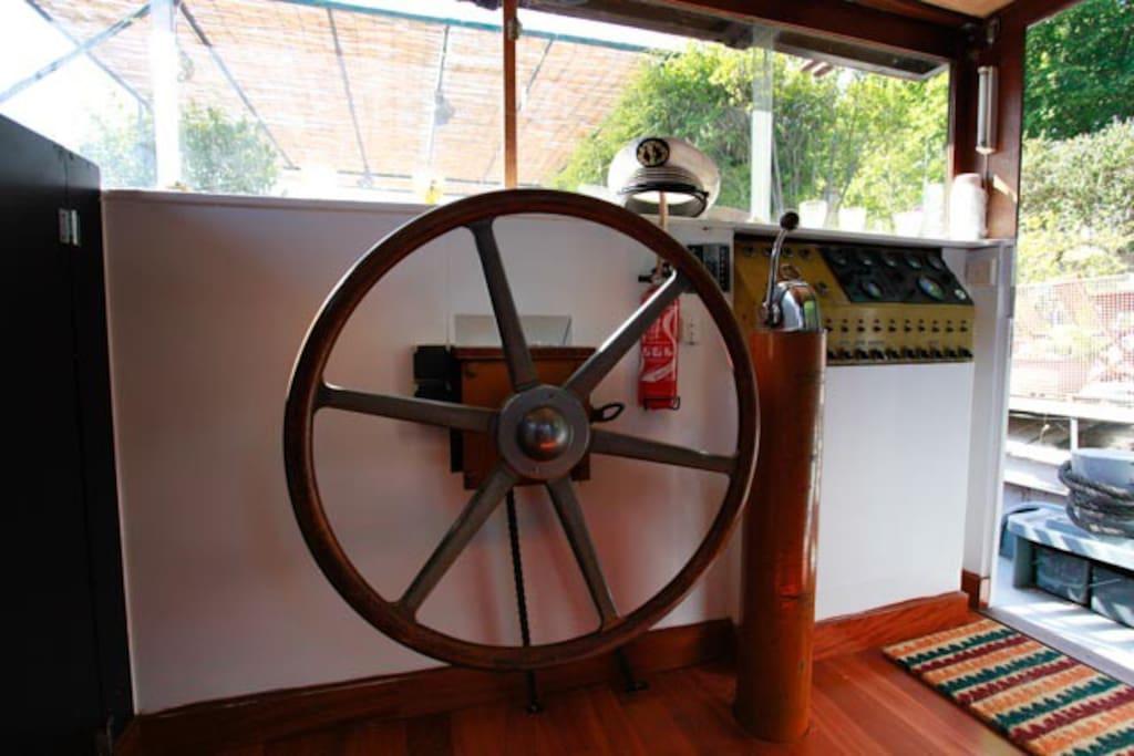 poste de commande ..cabine du Marinier