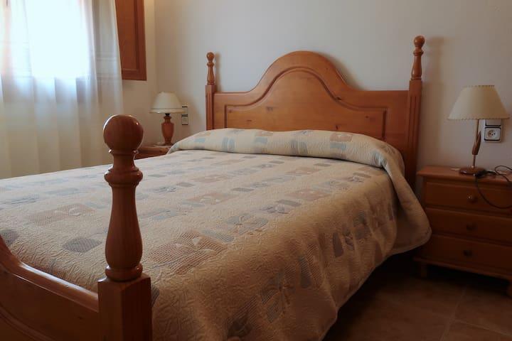 Habitación matrimonio 2 (cama de 1,35m).