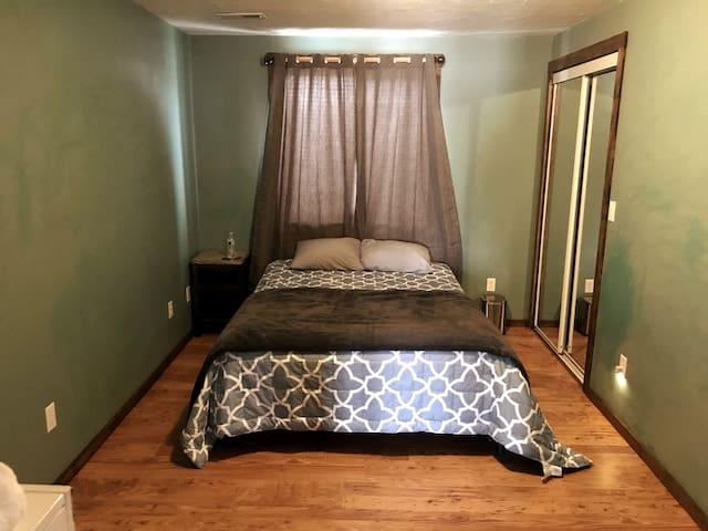 Bedroom 5. Queen bed. Room size 10'x16'.