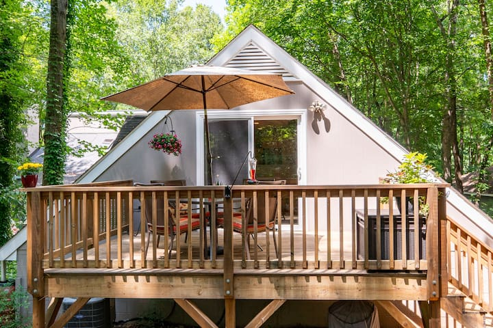 Private guesthouse near airport, RTP & Brier Creek