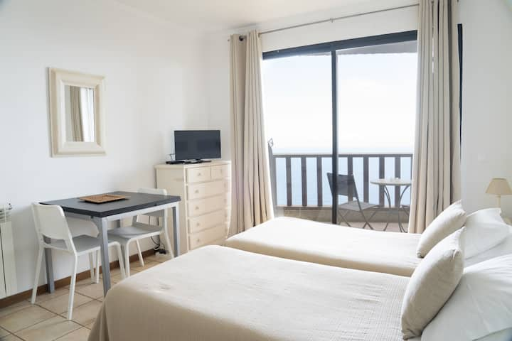 Twin room with seaview (Casa das Proteas)