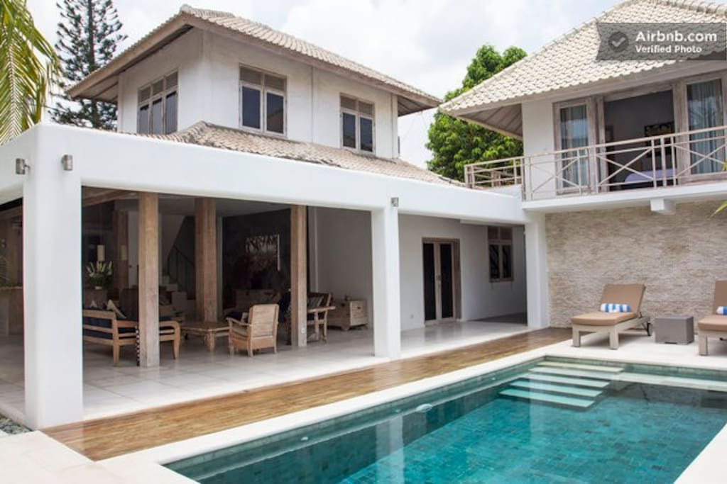 The open Villa offers a very good space, and private outdoor pool.